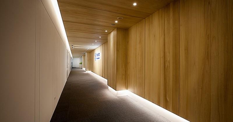 自然风办公室装修走廊空间效果图