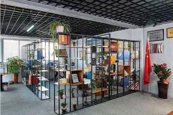 成都办公室装修几何板隔断设计