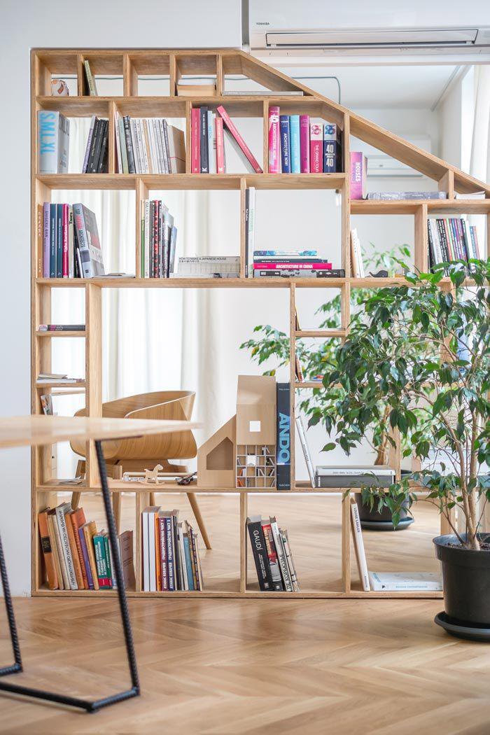 工作室内书架装饰摆放