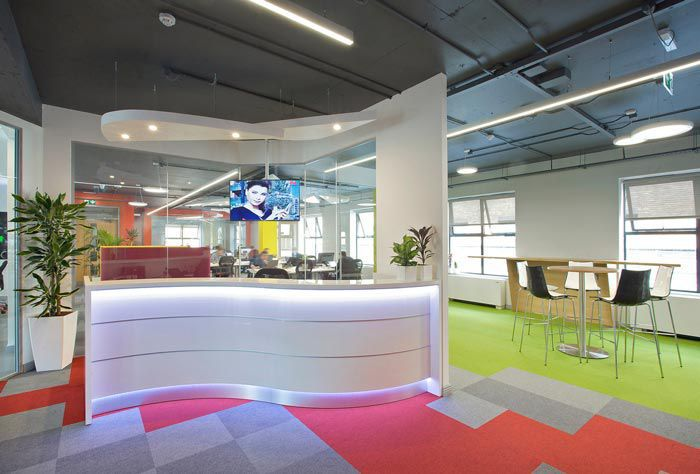 科技类型办公室装修前台设计