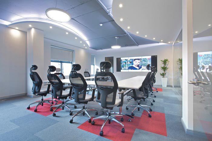 科技类型办公室装修会议室