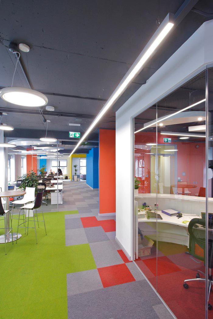 科技类型办公室装修空间布局