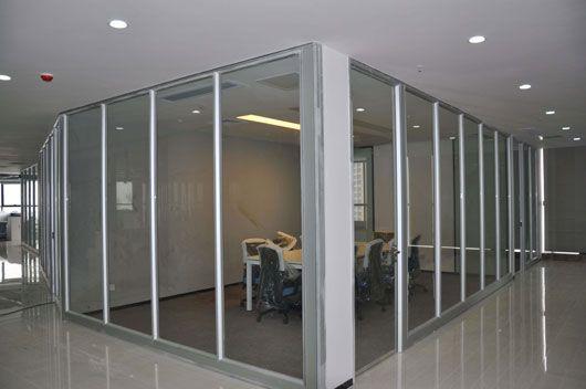 成都办公室隔断装修玻璃设计