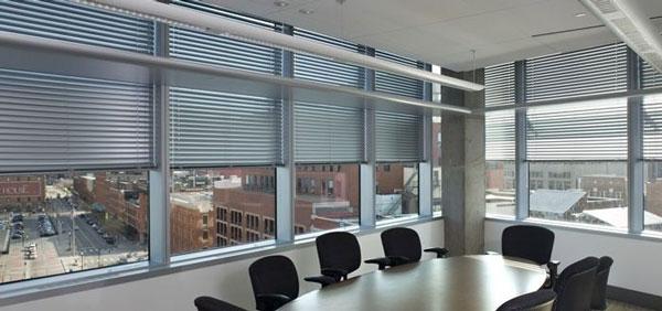 办公室装修如何选择办公窗帘?