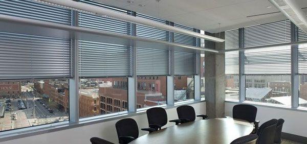 办公室室内百叶窗装饰