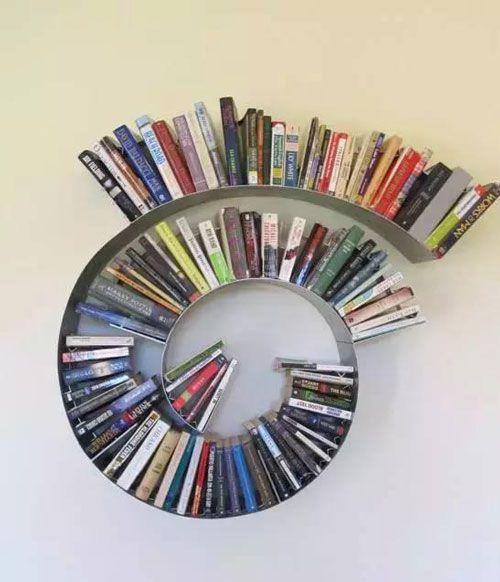 螺旋式设计办公室书柜摆放