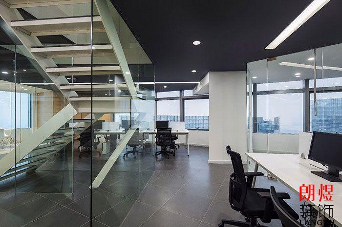 LOFT办公室装修镂空楼梯设计