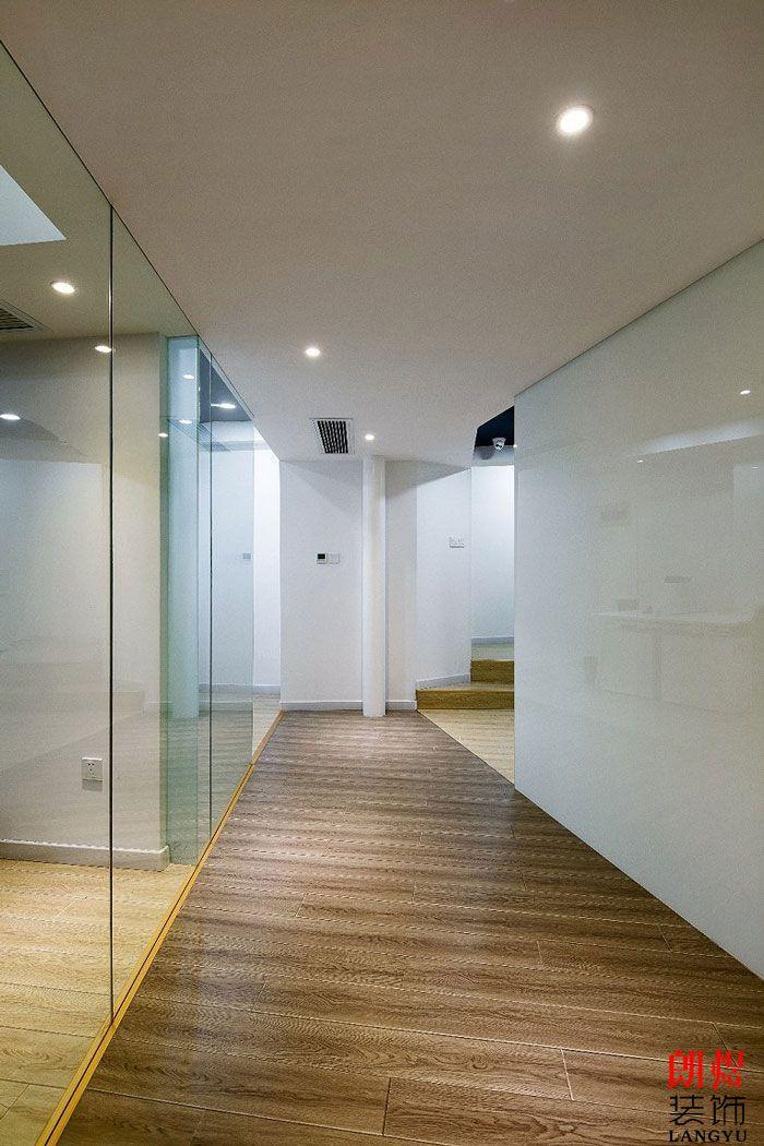 LOFT办公室装修镂办公过道