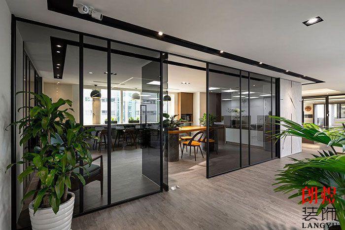 简约办公室设计玻璃隔断