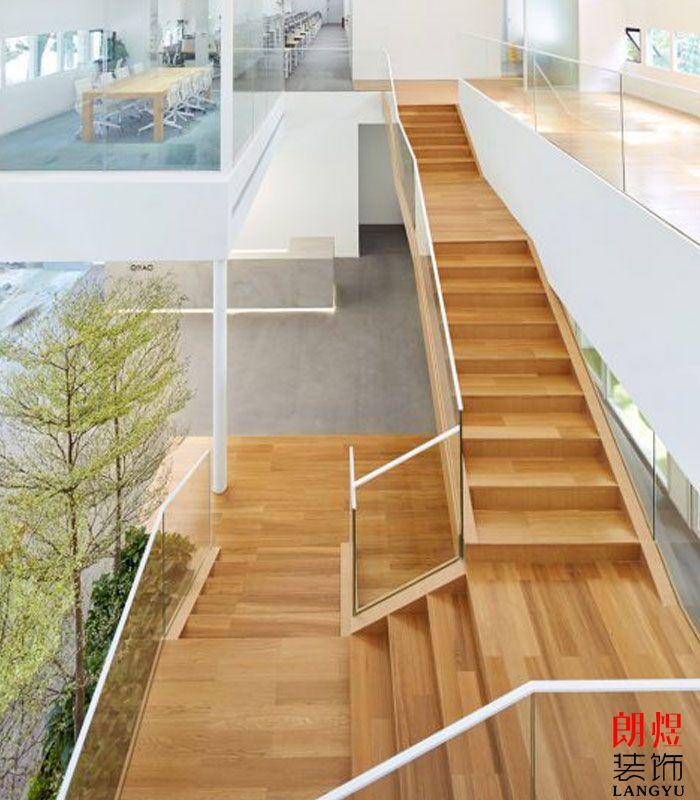 简约办公室设计木质楼梯