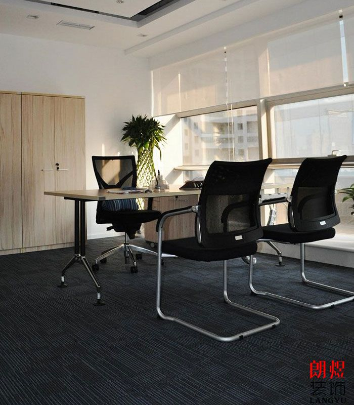 现代简约办公室装修独立办公位