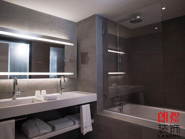 如何降低酒店浴室玻璃自爆的风险?