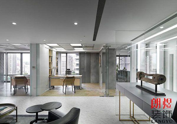 小办公室装修设计如何营造空间感?