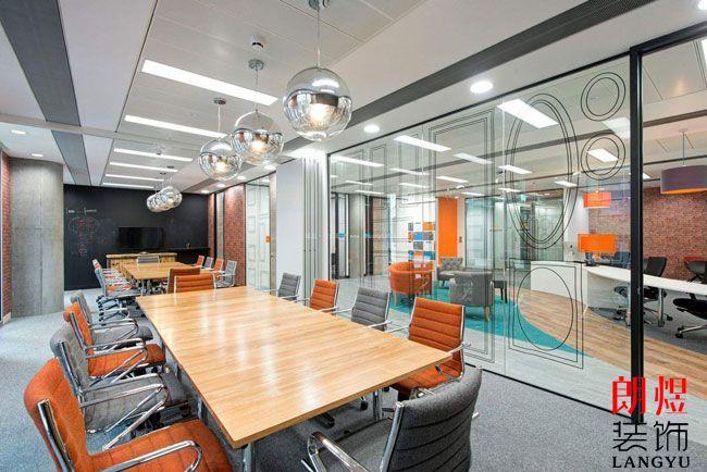 为什么办公室装修用玻璃隔开?有哪些作用