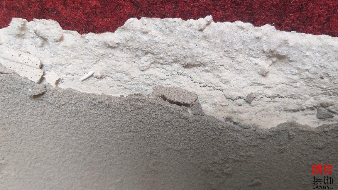 墙上的瓷砖,掉落了,背后的水泥砂浆也整片的掉落原因!