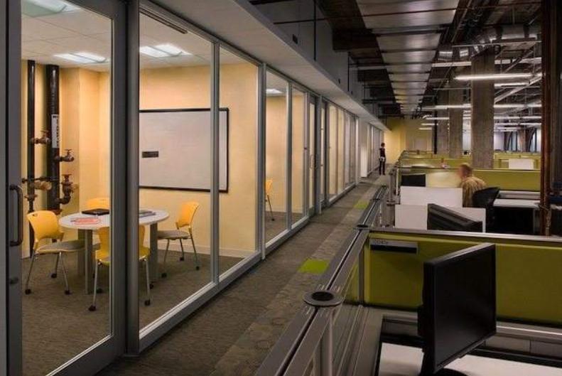 成都方形空间办公室装修效果图