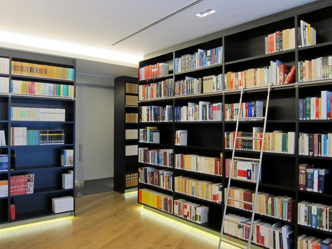 500方办公室翻新改图书馆装修效果图