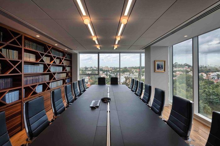 简约风格高端办公会议室装修效果图